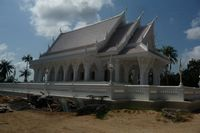 Chaweng white temple not far from the studio rent
