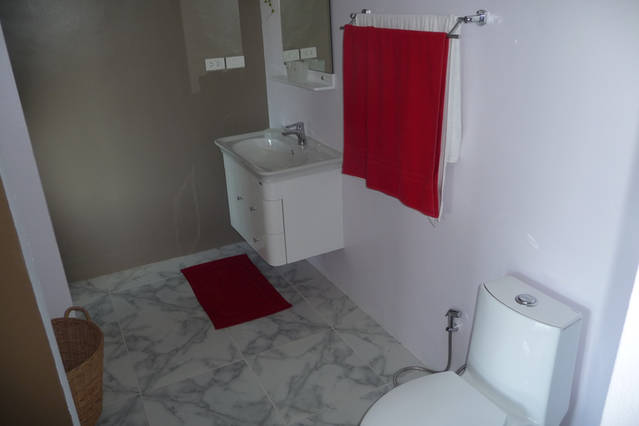 Eden studio rental, large bathroom clean and tiled bathrooms, clear